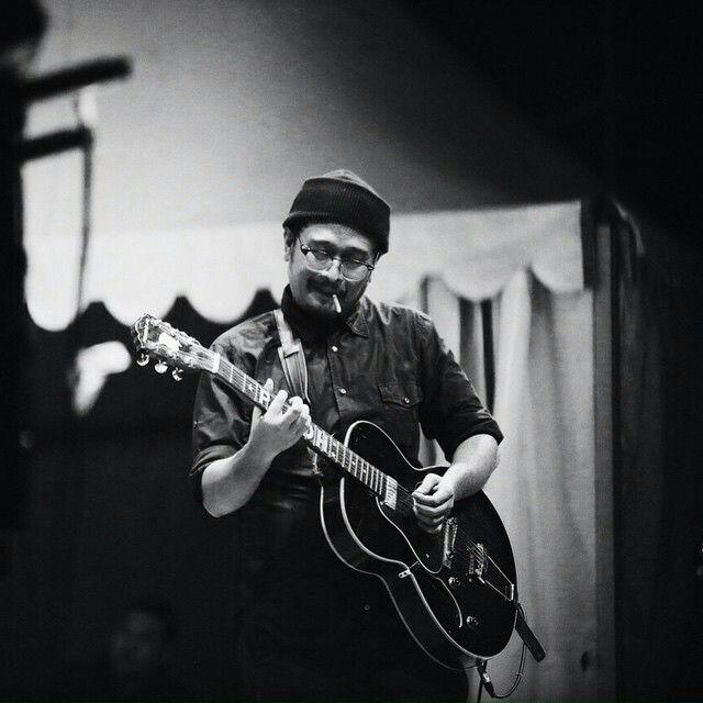 Sore atau Sore Ze band merupakan kelompok musik indie yang berasal dari Jakarta. Sore memiliki keunikan yaitu semua anggotanya bermain musik dengan kidal.[1] Sampai saat ini Sore telah menghasilkan dua album studio dan beberapa kompilasi. Anggota Sore antara lain adalah Ade Firza Paloh (gitar, vokal), Awan Garnida (bass, vokal), Reza Dwi Putranto (gitar, vokal), Bemby Gusti Pramudya (drum, perkusi, vokal), Ramondo Gascaro (piano, keyboard, gitar, vokal). Semua anggota Sore ambil bagian…