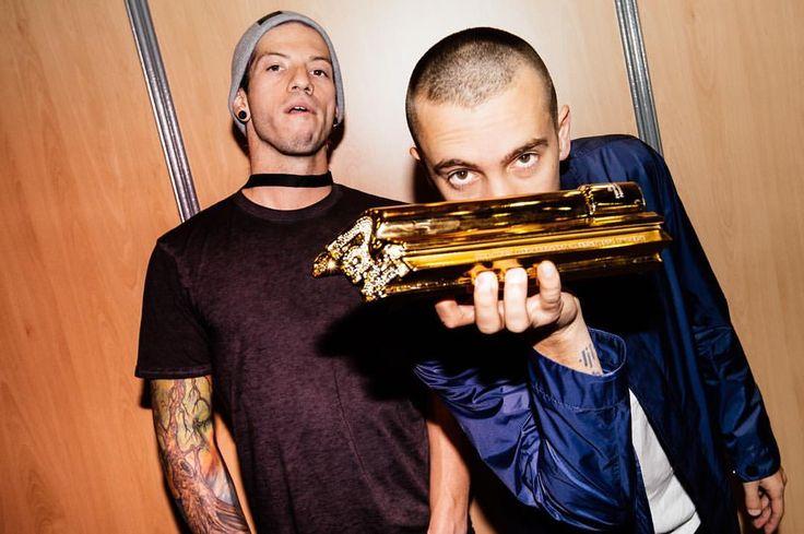 Bald Tyler and josh wearing a choker...2016 twenty one pilots, love it ♡ ❁