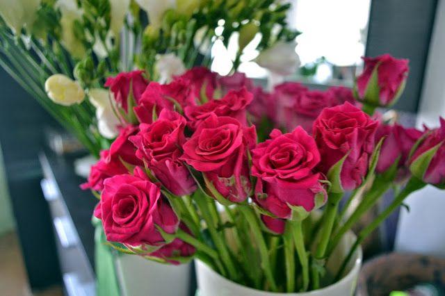 florita - kwiaty,dekoracje,inspiracje...: białe frezje oraz różowe róże i hortensje