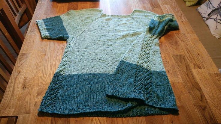 Top-down genser. 100% bomull. Ca. 280 g. Størrelse XL. Pinner 3,5 mm og 4 mm.
