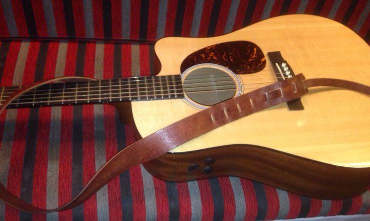 Correa de guitarra en cuero