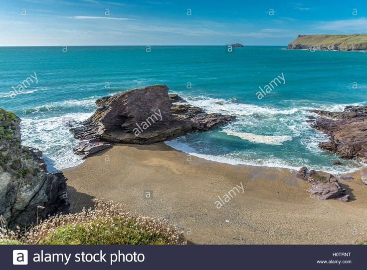 Download this stock image: View of Hayle Bay at Polzeath in North Cornwall…