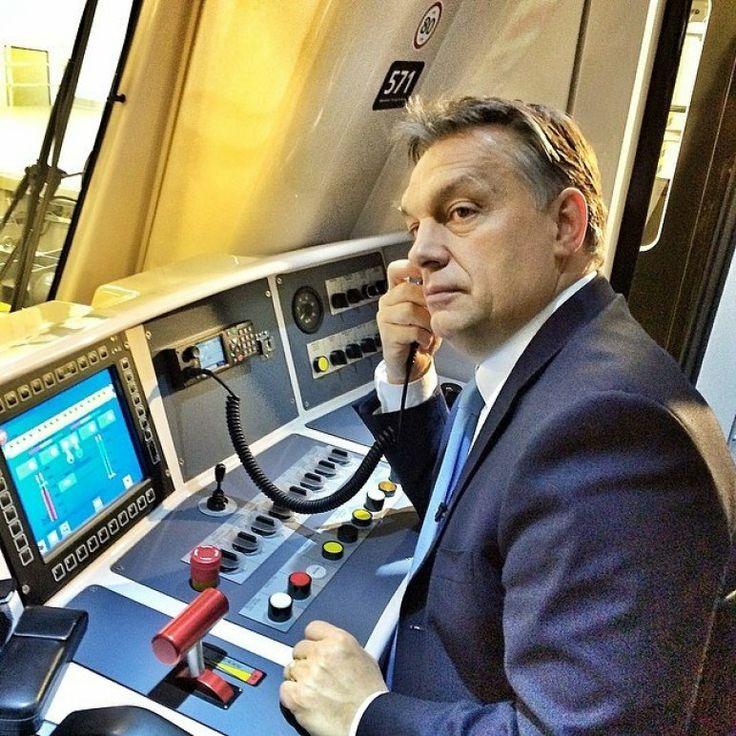 """""""Vezesse a metrónkat a dicső jövőbe Miniszterelnök Ur!!!!"""""""