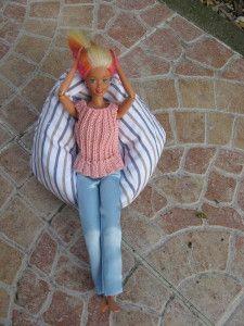Fauteuil poire pour les poupées. Ce modèle est à la taille des barbies mais est facilement adaptable à n'importe quelle poupée Fourniture ; du tissus au choix des billes de polystyrène et du riz. reporter le patron sur le tissus couper 6 fois le grand...