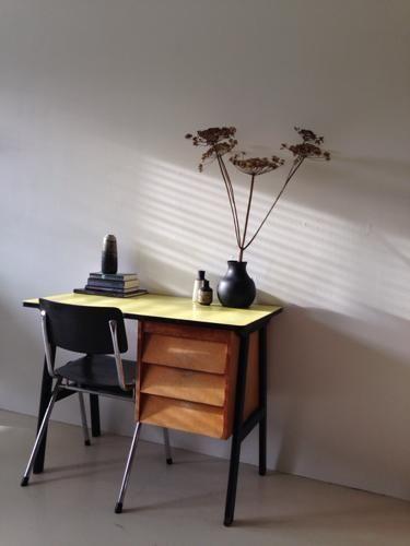 Vintage bureautje bureau sidetable tafel u0026 stoel geel/zwart - Bureaus ...
