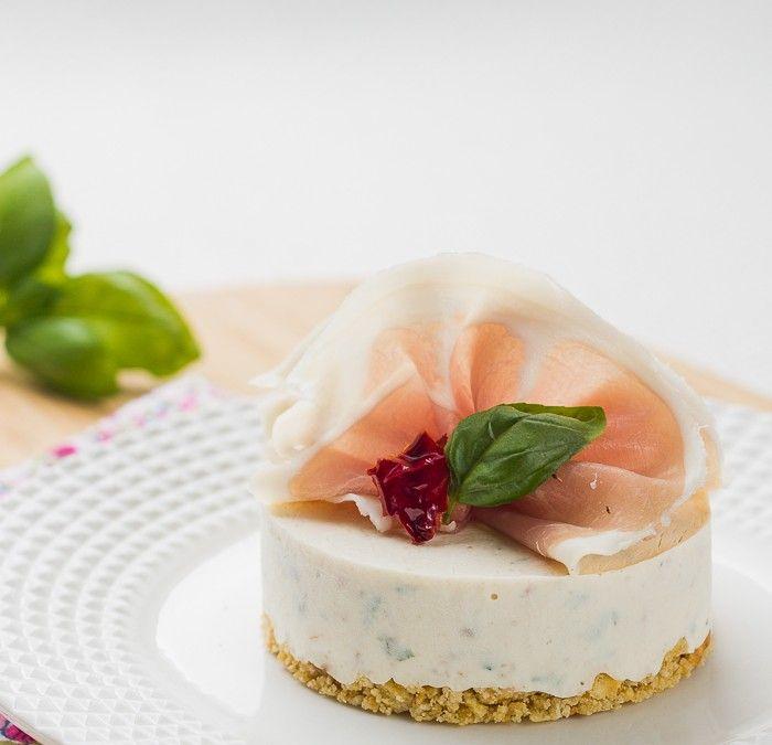 Cheesecake au St Môret®, Tomates séchées et Basilic pour samedi avec Tartare ( #st moret )et saumon fumé(#jambon) !