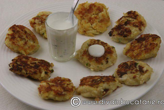Retete Culinare - Chiftelute de cartofi cu mere rase