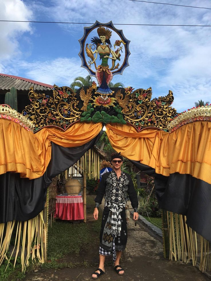 Bali Life... Traditional wedding in Ropp.  Discover our world at www.paulropp.com #gipsysoul #boho #gipsystyle #bohochic #aroundtheworld