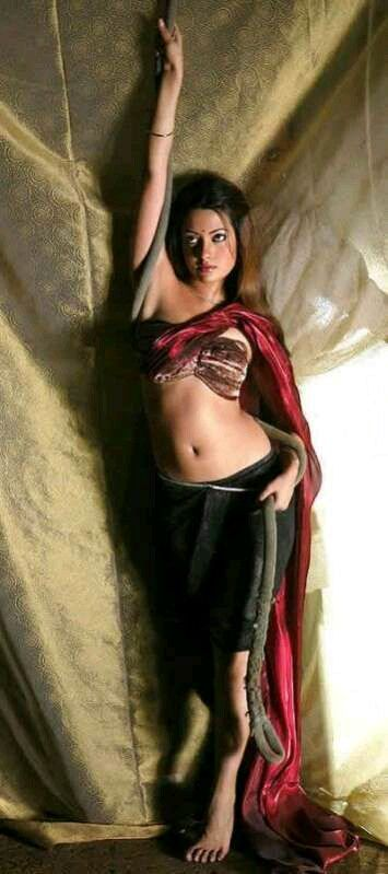 Sexy Unseen Indian girls pic: Sexy Teen Actress Riya Sen In lingerie