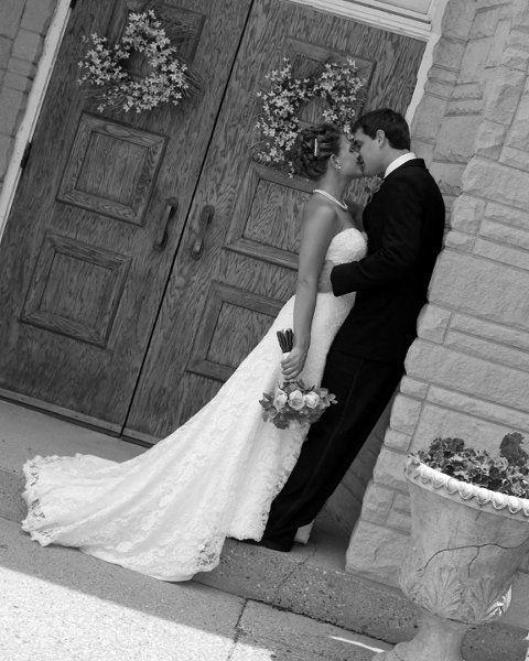 Summer White Bouquet Indoor Ceremony Indoor Reception Sheath Wedding Dresses Photos & Pictures - WeddingWire.com