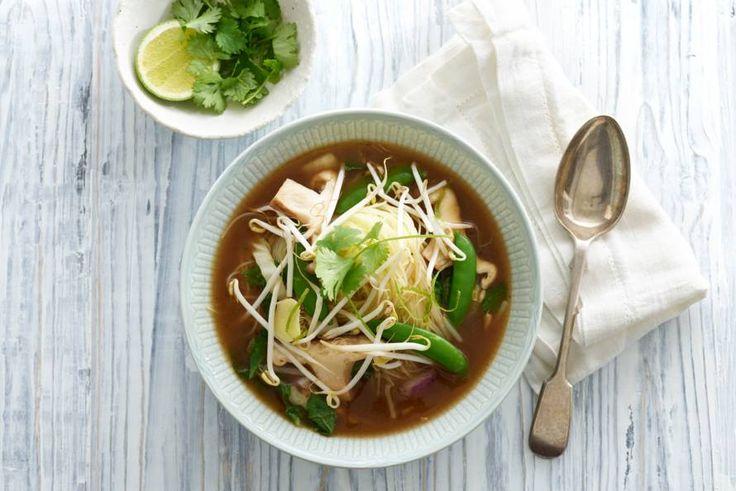 Verras je gasten met Engelse soep vol Aziatische ingrediënten - Recept - Oosterse ossenstaartsoep - Allerhande