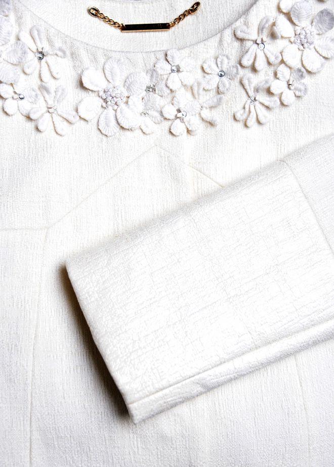Close-up look at the Matthew Williamson Daisy Linen Summer Coat. #MatthewWilliamson #Bridal #Wedding