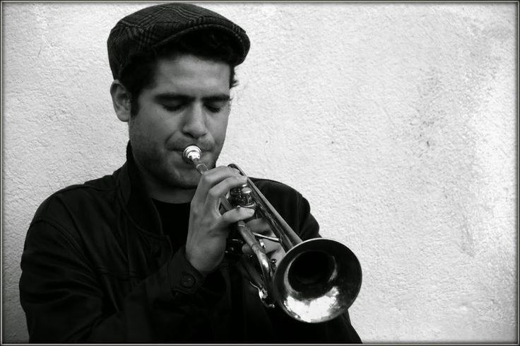 joueur de trompette Paris - Montmatre 1.11.2014