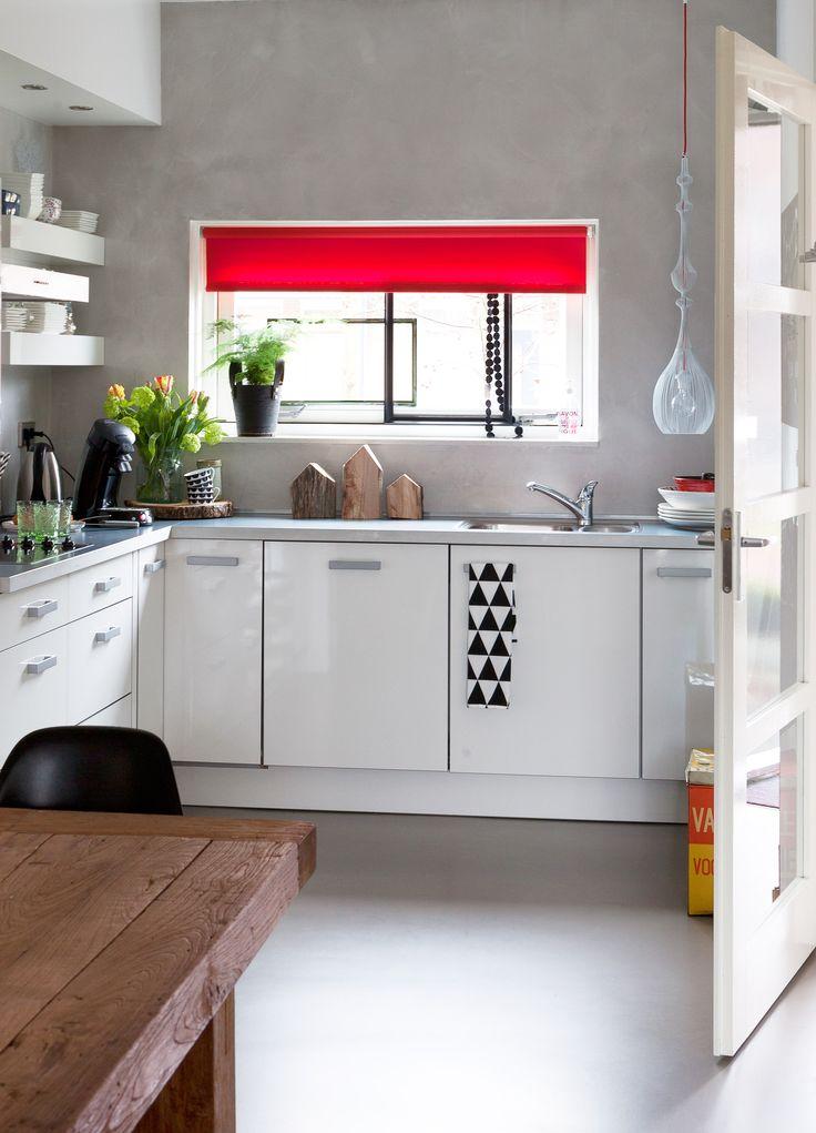 Witte Keuken Met Een Grijze Wand