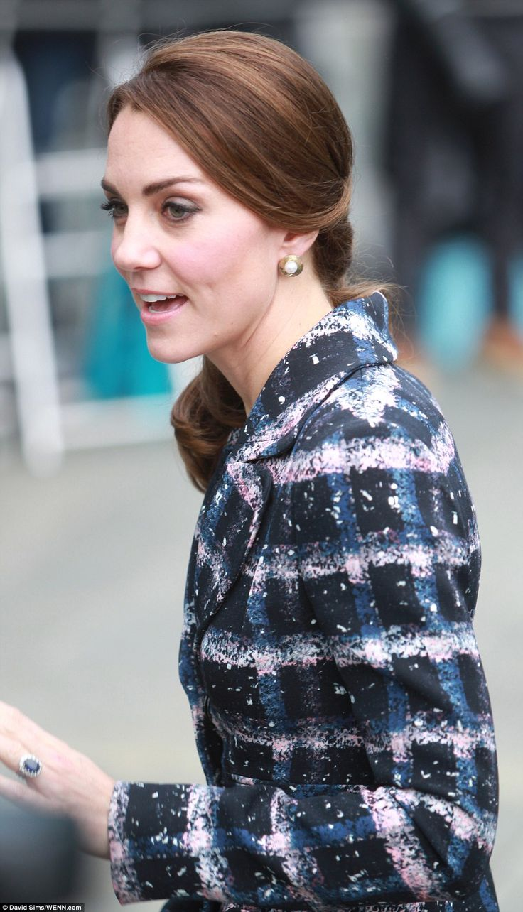 Kate accessorised with a pair of gold disc and pearl earrings and wore her brunette locks ...