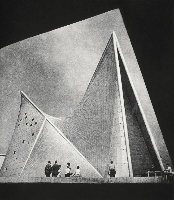 Galería - Clásicos de Arquitectura: Pabellón Philips Expo 58 / Le Corbusier & Iannis Xenakis - 7