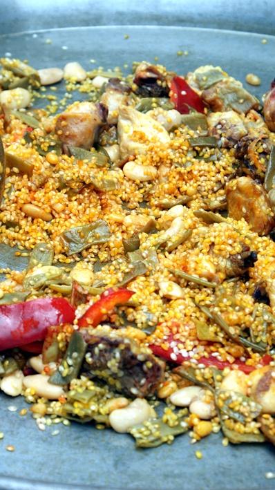 Preparando una rica paella...  www.maremondo.es/ #Santander #Cantabria #Spain #Travel #Food #Gastronomy #Paella