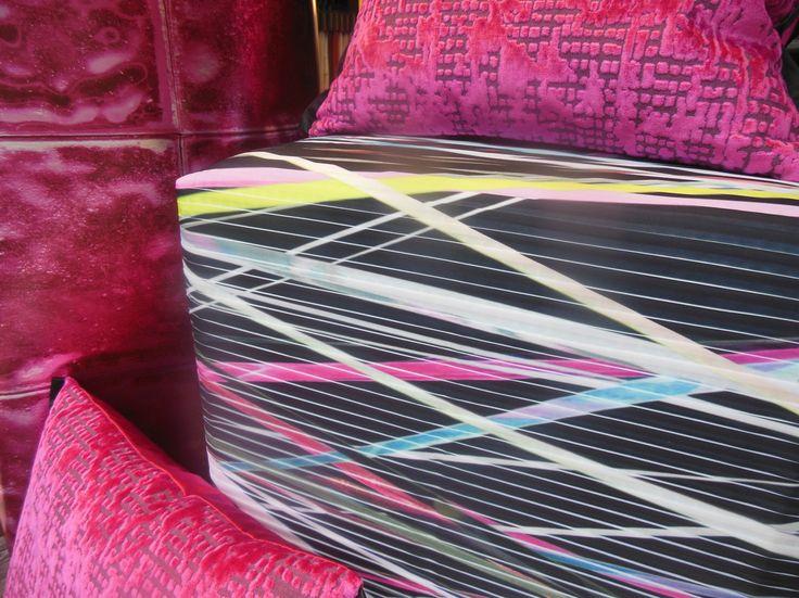 #designersguild #Kissen und #Tapete #Hocker in eigener #Polsterei bezogen mit #Dekorationsstoff von #Creationbaumann #Rademann #Raumausstatter #Kiel #Gardinen #nähen #Teppichboden #verlegen #Stuhlpolstern #Sofabeziehen #Sonnenschutz
