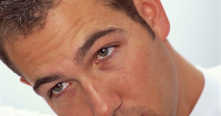 Cómo usar Brylcreem. Los hombres que utilizan Brylcreem para peinar su cabello desde 1928, lo convirtieron en un producto de aseo personal confiable para mantener el cabello a la moda y bajo control. Hoy en día, los hombres todavía usan este producto para el cabello en su forma original, así como los nuevos geles y ceras de la misma marca. Para tener una idea sobre ...