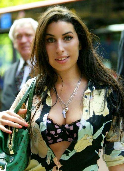 - Amy Winehouse - #music #singer #Vocalist #pop #soul #rnb #retropop #Rip #27club #musician #AmyWinehouse http://www.pinterest.com/TheHitman14/amy-winehouse-%2B/