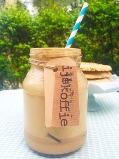 Recept ijskoffie maken. Het belangrijkste voor het maken van lekkere ijskoffie is dat je goede koffie gebruikt. Dit is een eenvoudig recept maar met beste