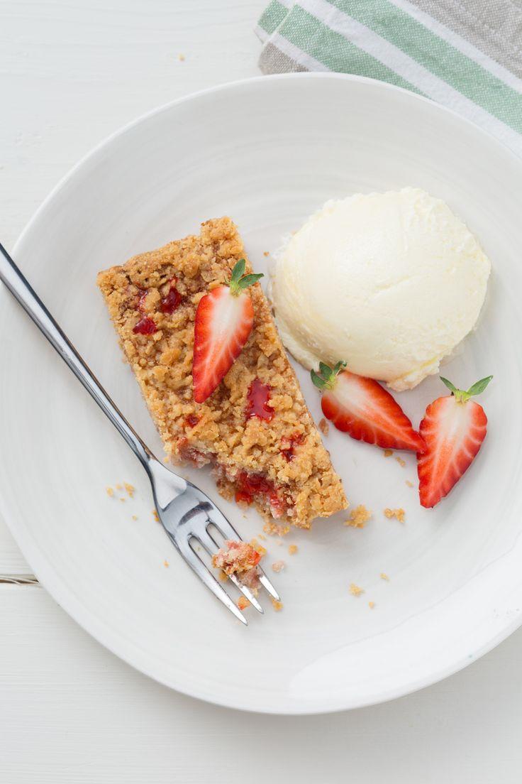 Streusel alle fragole: perfetto per colazione, merenda e anche come dessert... magari accompagnato da una pallina di gelato!  [Strawberry Streusel]