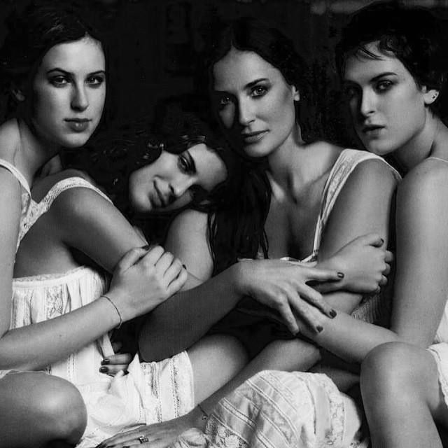 CELEBRATING OUR FAVOURITE MOUTHERS AND DAUGHTERS THIS MOTHER'S DAY. DEMI MOORE & DAUGHTERS TALLULAH, SCOUT AND RUMER