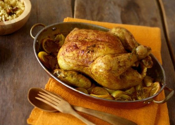 Marokkanisches Hähnchen: Die Gewürzmischung Ras el-Hanout sorgt für Orient-Feeling. Im Ofen gegart verleiht Zitrone zusätzlich eine tolle Frische.