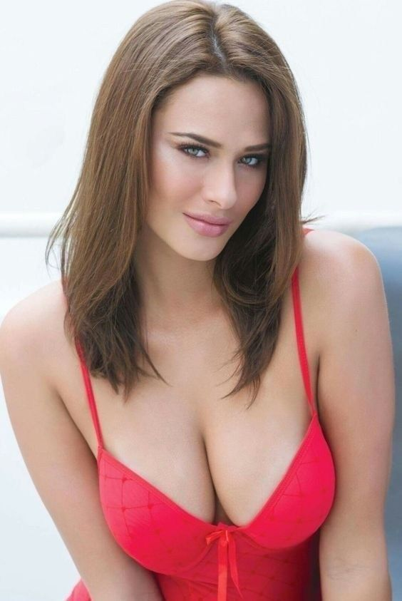 5c296c8c0 Gorgeous brunette