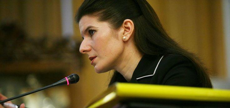 In ce conditii mizere sta Monica Ridzi in inchisoare!