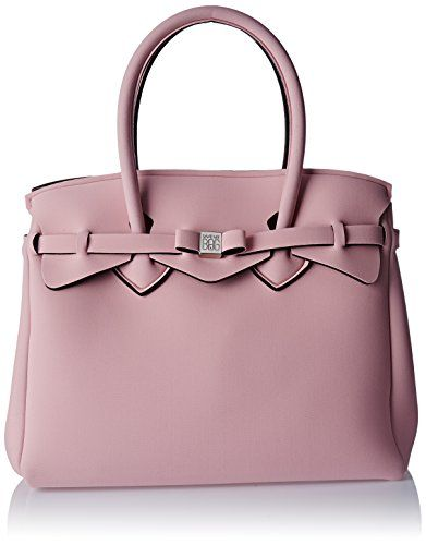 Leggera, colorata e versatile, Miss è la borsa iconica Save My Bag, disponibile in più di 40 colori. È arricchita da un fiocco ton-sur-ton che può essere rimosso e sostituito con uno di un colore differente, per un look classico e al contempo ironico. Leggera, colorata e versatile, Miss è la borsa iconica Save My