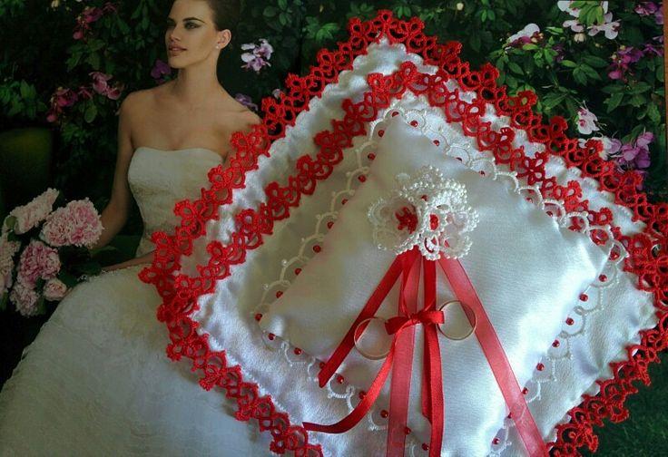 Свадебный комплект: подушечка для колец и платочки для венчания