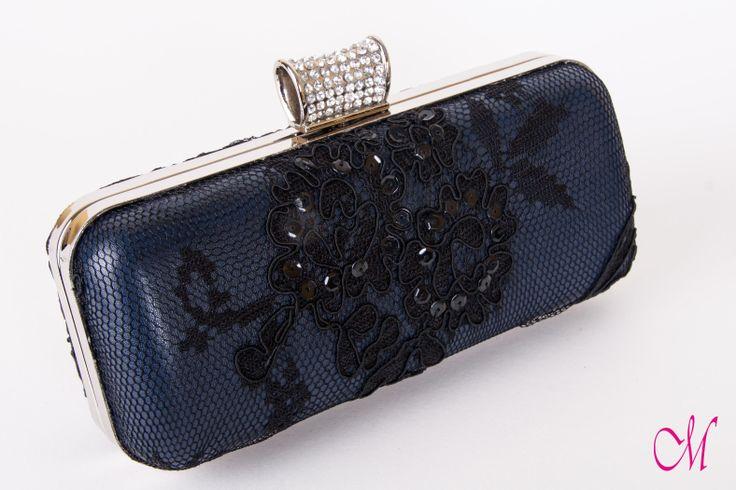 Bolso clutch en piel azúl con encaje negro de lentejuelas, forrado con tela negra. www.monetatelier.com