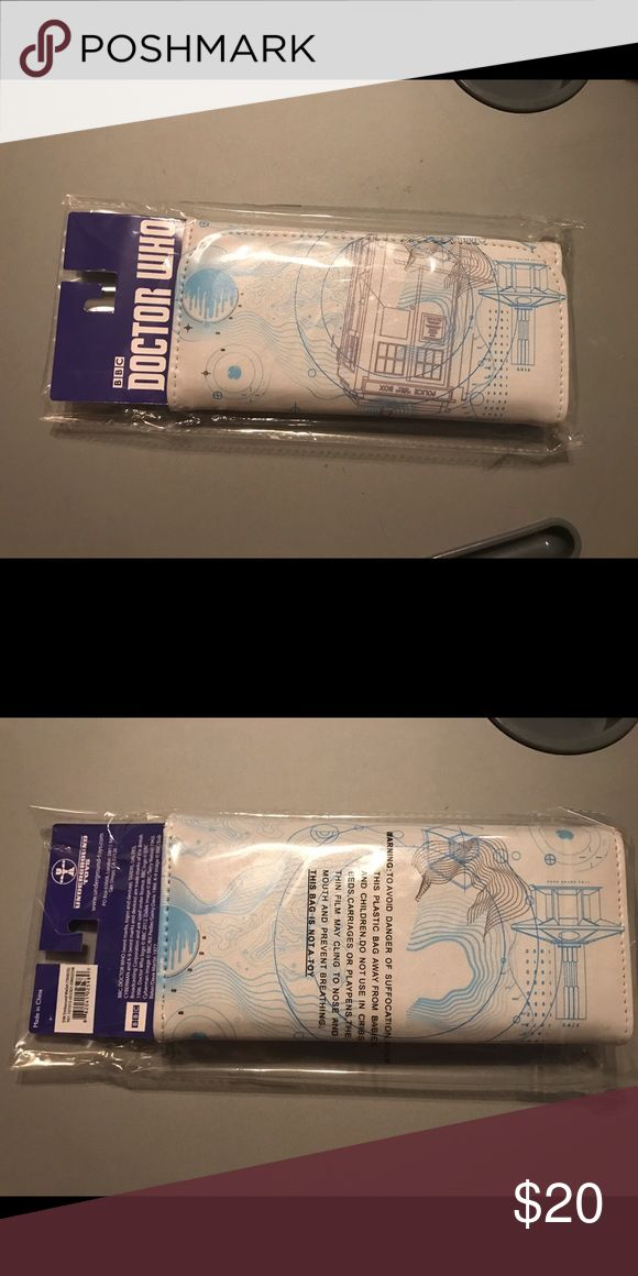 NEW in Package Doctor Who Wallet White and blue leather, Doctor Who women's wallet. New in package. Perfect for any Doctor Who fan. Bags Wallets