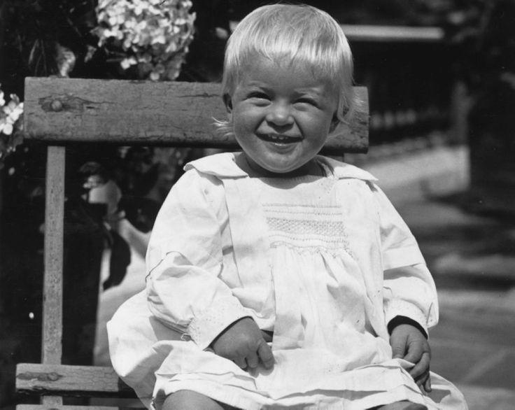 Будущий  муж  королевы  Великобритании  принц  Филипп,  род.  в  1921.