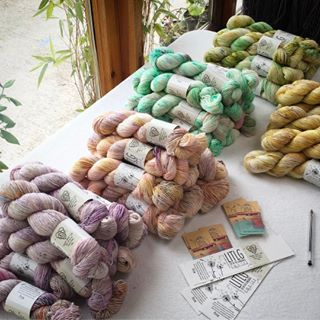 All your fab #sofaded kits are being packed up this evening to send out on Tues morning (as it's a bank holiday tomorrow here) club will also be shipped Tuesday - and the Starting Point kits are dyed and drying! It's been a mega work weekend here  ❤️happy days #yarnaddict #yarnporn #knitlove #handdyedyarn #knittersofinstagram #sockyarn #shawlknitting #breien #stricken #tricoter #indieyarn