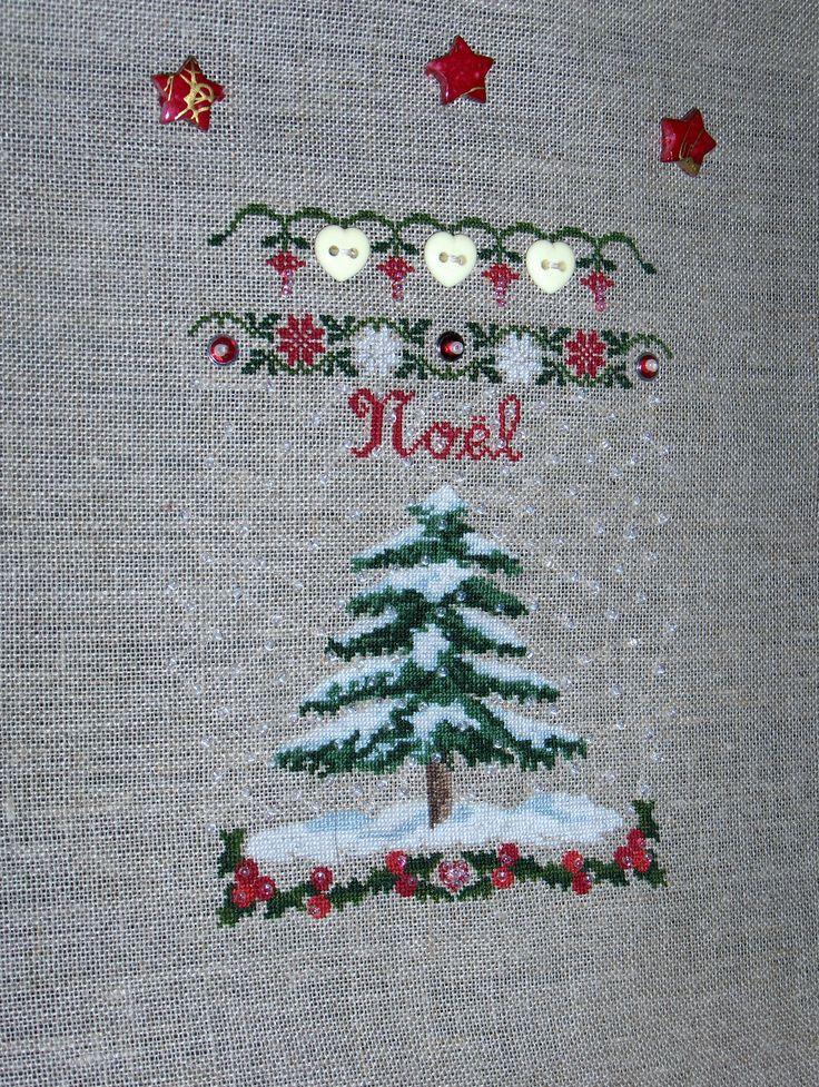 Broderie Noël + perles + boutons.