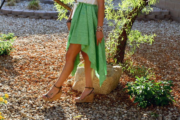 You know we love us a good style hack, especially when it involves a few simple cuts and ties, and doesn't involve a sewing machine. If you're looking to fashion your own homespun skirt, take a look at these 10 tutorials and tricks and start skirting it up!