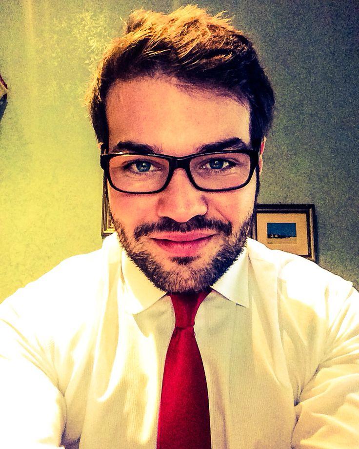 Rigorosamente cravatta rossa.