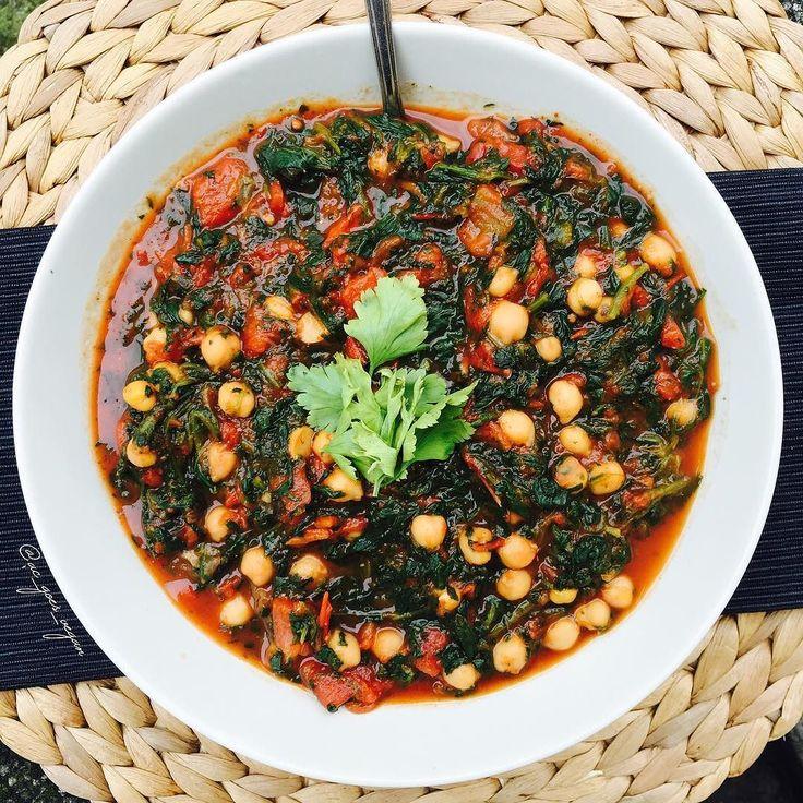Lazy lunch for a lazy girl  easiest recipe ever. One can of chopped pizza tomatoes a shit load of frozen baby spinach chickpeas and Indian spice blend. Heat everything up and that's if  ----------------------------------------- Faules Mittagessen für faule Mädchen  Das war heute wirklich das einfachste Rezept der Welt - wenn man das überhaupt schon Rezept nennen kann  Eine Dose Pizza Tomaten sehr viel gefrorener Baby Spinat eine ordentliche Menge Kichererbsen und eine indische…