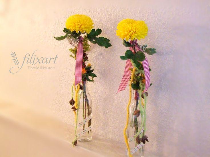 Blumenabo KW 39 die Kreative Idee:  Chrysantheme 'Migoli Yellow', Solidago 'Golden Glory', Färberdistel 'Summersun' und Bucheckern