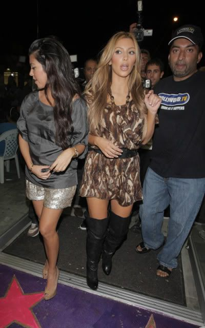 http://forum.purseblog.com/celebrity-news-and-gossip/kim-kardashian-thread-475924-157.html