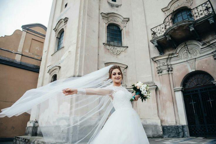 Ну вот как не любоваться такой красотой)? В день свадьбы Вы должны быть самой счастливой, а ведь ничто так не радует невесту как шикарное свадебное платье от Dominiss!  #weddingday #beautiful #fashion #model #amazing #style #weddingfashion #photographer #bridalfashion #couture #weddingblog #невеста #свадьба #свадебноеплатье #dominiss