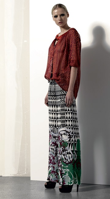 Look 05 . 656 Camicia / Blouse . 4428 Pantalone / Trousers . 216P Scarpa / Shoes
