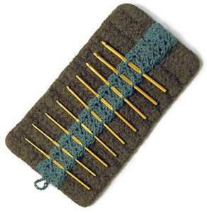 Free #Crochet Pattern: crochet and felted hook case