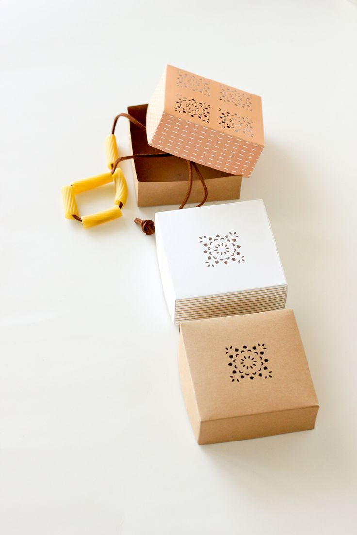Instabox is a Canadian company that manufactures custom paper boxes and other packaging solutions. We provide a wide range of packing supplies.