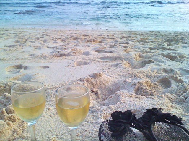 Champagne celebrations with a friend at Dream Beach Nusa Lembongan. Special.