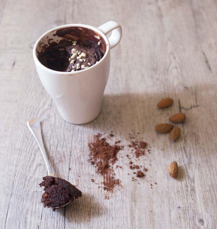 Mugcake brownies vegan régressif avec l'astuce de Marie Chioca pour le cuire, c'est à dire au bain marie. Si, si, ça marche (avec un petit coup de main)