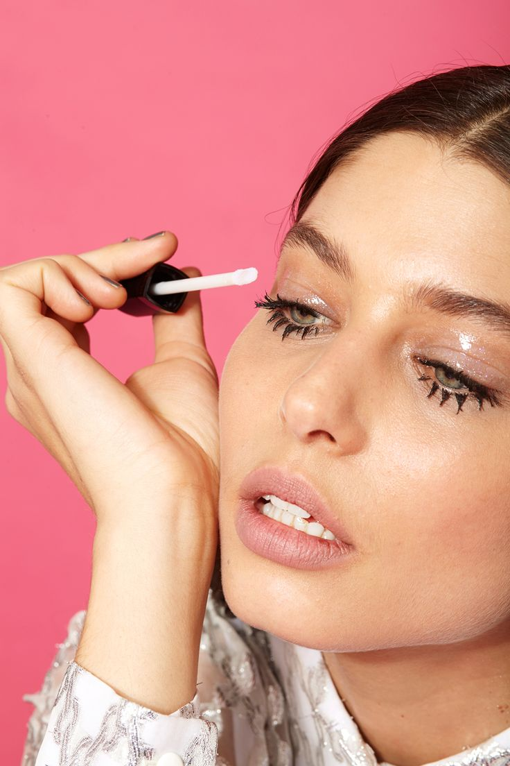 Glossy eyelids (Easy makeup ideas) To achieve a glossy texture on the lids, Najor suggests dotting on your good, old-fashioned lip gloss. If you're nervous about using your lip gloss on your eyes, opt for a product made for just this occasion, like MAC Studio Eye Gloss.
