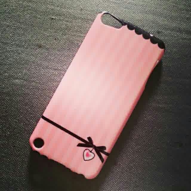 "Pink stripe bow ipod case Available for: IPHONE 3G - 4/4S - 5/5S/5C - 6 IPOD 4/5 TOUCH IPAD 2/3/4 IPAD MINI IPAD 5 AIR SAMSUNG GALAXY S2/S3/S4 SAMSUNG GALAXY S5 SAMSUNG GALAXY S3/S4 MINI SAMSUNG GALAXY NOTE 1/NOTE 2/NOTE 3 SAMSUNG GALAXY TAB2 7.0"" SAMSUNG GALAXY GRAND i9082 SAMSUNG GALAXY i9250 BLACKBERRY DAKOTA BLACKBERRY Z10 BLACKBERRY Q10 HTC ONE X - HTC ONE M7 GOOGLE NEXUS 7"